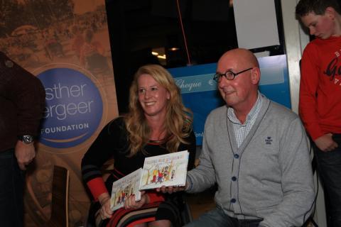 Wendy Legierse-Louwers samen met Ruud Doorakkers bij de lancering van het tweede boek